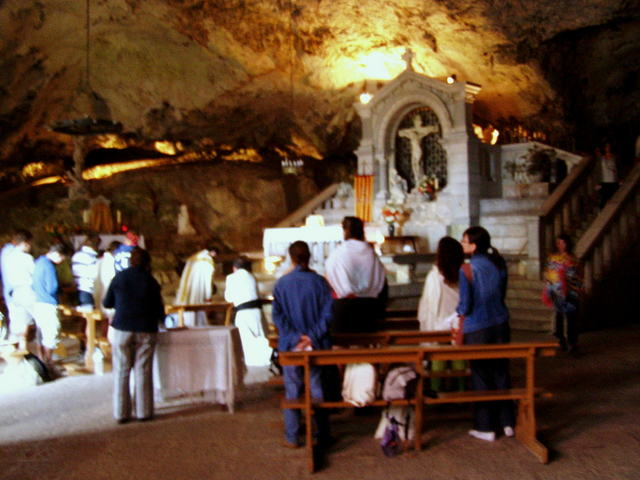 Mass celebrated inside the cave of La Sainte-Baume